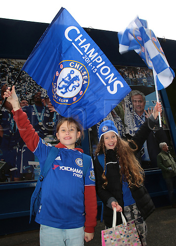 05.03.2016. Stamford Bridge, London, England. Barclays Premier League. Chelsea versus Stoke City. Excited Chelsea fans wave their flags as they arrive at Stamford Bridge