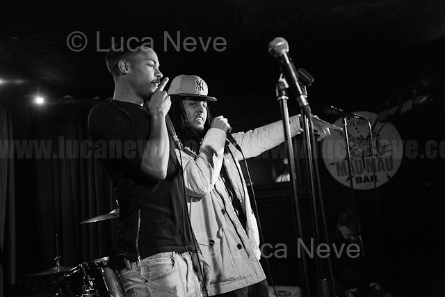 Team So Versa.<br /> <br /> London, 01/04/2017. Today, Lee Harris and New Antique Records presented and celebrated the new album 'Shine on: The Best of Lee Harris' at the Mau Mau Bar in Portobello Road. Performers of the event, amongst others, were: Lee Harris, Paul Bangash, Nik Turner, The Higher Craft, Team So Versa, and directly from Italy, Laura Elle and Giovanni Dominici.<br /> <br /> For more info about the event please click here: https://www.facebook.com/events/262242637537191/ <br /> <br /> For more info about the band please click here: https://www.facebook.com/TeamSoVersaTSV/ &amp; https://twitter.com/teamsoversa <br /> <br /> For more info about Lee Harris please click here: https://en.wikipedia.org/wiki/Lee_Harris_(South_African_artist) &amp; http://www.homegrownmagazine.co.uk/ <br /> <br /> For more info about New Antique Records &amp; the Album please click here: http://www.newantiquerecords.com/shineonleeharris/ &amp; https://www.facebook.com/newantiquerecords &amp; https://soundcloud.com/newantiquerecords  &amp; https://www.youtube.com/user/newantique