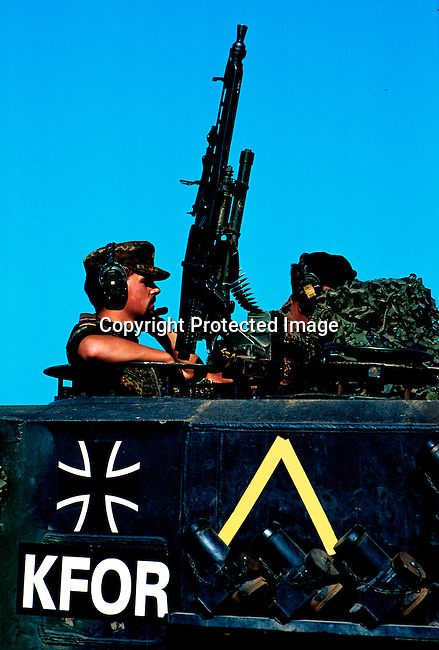 German KFOR soldiers at a roadblock outside Suva Reka, Kosovo in late June 1999. .Photo: Per-Anders Pettersson (ppettersso@aol.com)