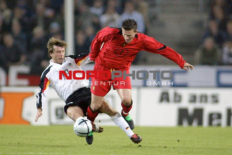Fussball Laenderspiel Freudschaftsspiel<br /> Deutschland vs. Belgien <br /> Schneider und Dhedeene<br /> Foto &copy; nordphoto/Guenter Schroeder  *** Local Caption *** Foto ist honorarpflichtig! zzgl. gesetzl. MwSt<br /> Belegexemplar erforderlich<br /> Adresse: nordphoto<br /> Georg-Reinke-Strasse 1<br /> 49377 Vechta