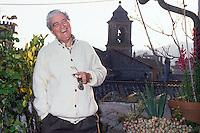 Giuseppe De Santis (Fondi, 11 febbraio 1917 - Roma, 16 maggio 1997) è stato un regista e sceneggiatore italiano, ed è considerato uno dei padri del Neorealismo.Suo è il film Riso Amaro (1949) Giuseppe De Santis was an Italian film director. His is the film Riso Amaro...