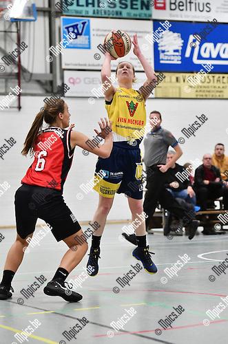 2016-11-26 / Basketbal / Seizoen 2016-2017 / Okido Arendonk - Zuiderkempen / Juchtmans (Okido) probeert te scoren tegen Van de Keybus<br /> <br /> ,Foto: Mpics.be