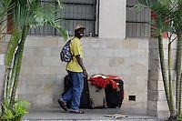 SÃO PAULO, SP, 20.05.2015: HAITIANOS-SP - Imigrantes haitianos no centro de acolhimento no centro de São Paulo - O governo do Acre enviou, sem avisar à Prefeitura de São Paulo, mais 968 imigrantes. A ausência de planejamento causou superlotação na paróquia que é referência para os haitianos que chegam a São Paulo, na Paróquia Nossa Senhora da Paz, na rua do Glicério, no centro de São Paulo (SP). O padre Paolo Parisi, responsável pela missão, acolhe os haitianos que chegam a São Paulo na Casa do Migrante, espaço criado no local com a infraestrutura básica que está com sua lotação esgotada. (Foto: Renato Mendes/Brazil Photo Press)