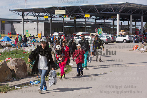 Illegal migrant family traveling to Germany leave an aid distribution point at Hegyeshalom border crossing (about 180 km West of capital city Budapest), Hungary on September 06, 2015. ATTILA VOLGYI