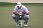 Richard Bland lines up his putt on the 8th green during Thusday Day 1 of the Abu Dhabi HSBC Golf Championship, 20th January 2011..(Picture Eoin Clarke/www.golffile.ie)
