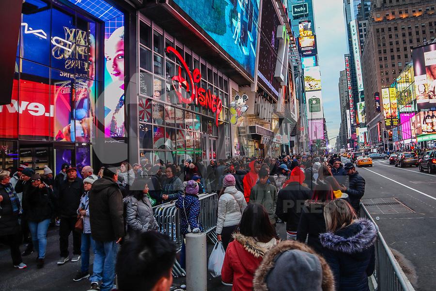 NOVA YORK, EUA, 30.12.2018 - TURISMO-EUA - Movimenta na Times Square na cidade de Nova York na tarde deste domingo, 30. (Foto: William Volcov/Brazil Photo Press)