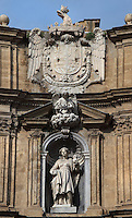 Baroque statue of a patroness of Palermo with coat of arms, facade of one the buildings closing the octagonal Quattro Canti square, officially known as Piazza Vigliena, Palermo, Sicily, Italy. It was laid out in 1608-1620 by Giulio Lasso at the crossing of two principal streets and was one of the first major examples of town planning in Europe. Picture by Manuel Cohen