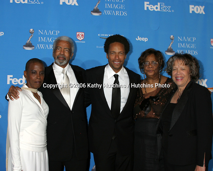 Gary Dourdan and family.37th NAACP Image Awards.Shrine Auditorium.Los Angeles, CA.February 25, 2006.©2006 Kathy Hutchins / Hutchins Photo....                 V