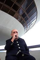 ATENÇÃO EDITOR  FOTO EMBARGADA PARA VEÍCULO INTERNACIONAIS Foto de arquivo de 12/02/2012 mostra o arquiteto Oscar Niemeyer  fumando sua cigarrilha em visita no MAC ( Museu de Ate Conteporâneo) de Niteroi..FOTO RONALDO BRANDAO/BRAZIL PHOTO PRESS
