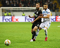 Marc Stendera (Eintracht Frankfurt) gegen Valon Berisha (Lazio Rom) - 04.10.2018: Eintracht Frankfurt vs. Lazio Rom, UEFA Europa League 2. Spieltag, Commerzbank Arena, DISCLAIMER: DFL regulations prohibit any use of photographs as image sequences and/or quasi-video.