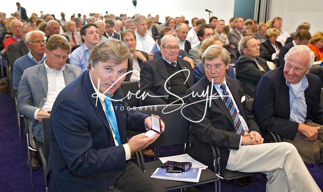 AMSTERDAM - Ties Kruize neemt afscheid als bestuurslid. Algemene Leden Vergadering (ALV) van de KNHB. FOTO KOEN SUYK voor KNHB