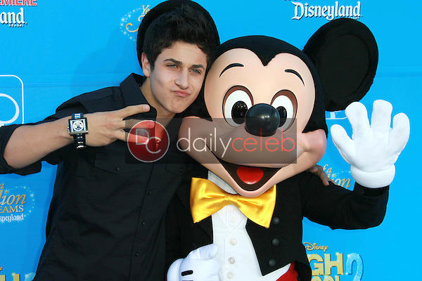 David Henrie<br />at the world premiere of Disney's &quot;High School Musical 2&quot;. Downtown Disney, Anaheim, CA. 08-14-07<br />Dave Edwards/DailyCeleb.com 818-249-4998