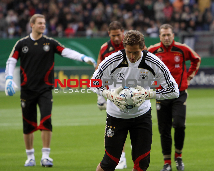 &Ouml;ffentliches Training DFB-Auswahl, 12.10.09 Hamburg<br /> <br /> <br /> Die Nr. 1 Rene Adler (vorne) und die Reserve um Manuel Neuer (links) und Tim Wiese (Mitte) mit Bundestorwart Trainer Andy K&ouml;pke (rechts).<br /> <br /> <br /> Foto &copy; nph (nordphoto)<br /> <br /> *** Local Caption ***
