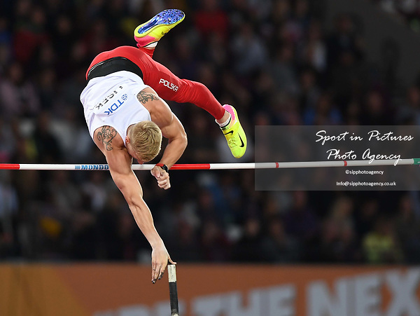 Piotr LISEK (POL) in the mens pole vault final. IAAF world athletics championships. London Olympic stadium. Queen Elizabeth Olympic park. Stratford. London. UK. 08/08/2017. ~ MANDATORY CREDIT Garry Bowden/SIPPA - NO UNAUTHORISED USE - +44 7837 394578