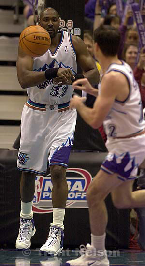 Karl Malone passes to John Stockton as the Utah Jazz face the Dallas Mavericks in game five of their first round playoff series, in Salt Lake City Thursday.<br />