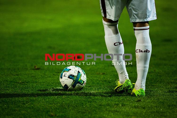 25.10.2017, Stadion an der Bremer Br&uuml;cke , Osnabr&uuml;ck, GER, DFB Pokal, Runde 2, VfL Osnabr&uuml;ck vs 1. FC N&uuml;rnberg<br /> , <br /> <br /> im Bild | pictures shows:<br /> Freistoss f&uuml;r den Club, <br /> <br /> Foto &copy; nordphoto / Rauch