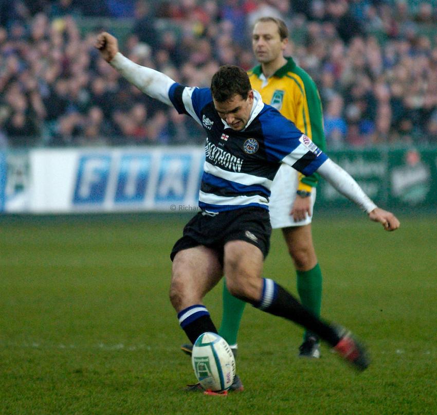 Photo: Richard Lane..Bath Rugby v Benetton Treviso. Heineken Cup. 11/12/2004..Olly Barkley kicks.