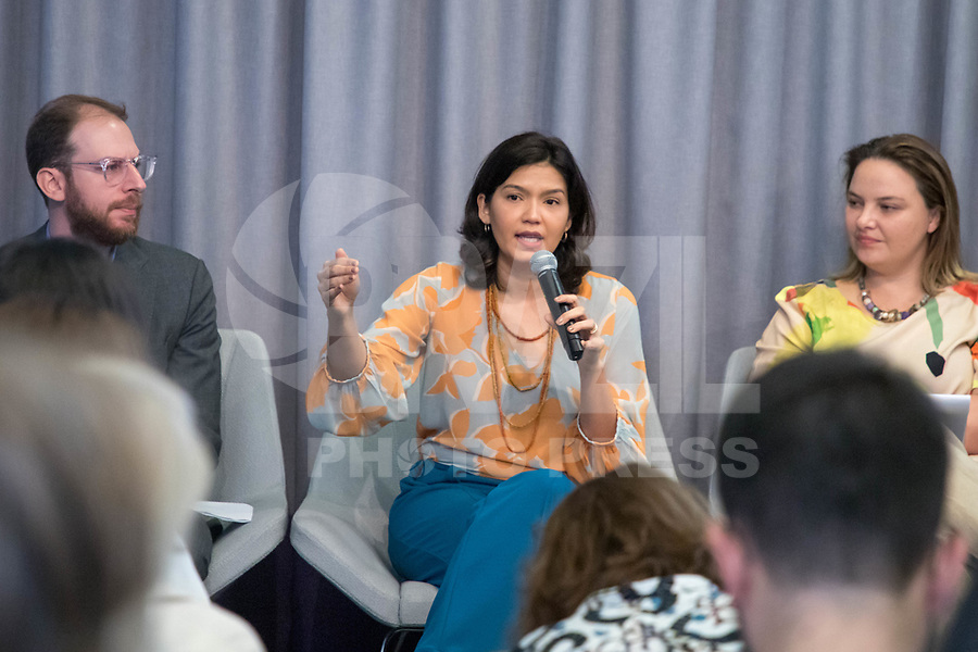 "Nova York (EUA), 23/09/2019 - Debate sobre as políticas ambientais do governo de Jair Bolsonaro -   Brenda Britodurante painel ""As Políticas Ambientais de Bolsonaro e o Futuro da Floresta Amazônica"" no Puck Building em Nova York nos Estados Unidos nesta segunda-feira, 23.  (Foto: William Volcov/Brazil Photo Press/Agencia O Globo) Mundo"