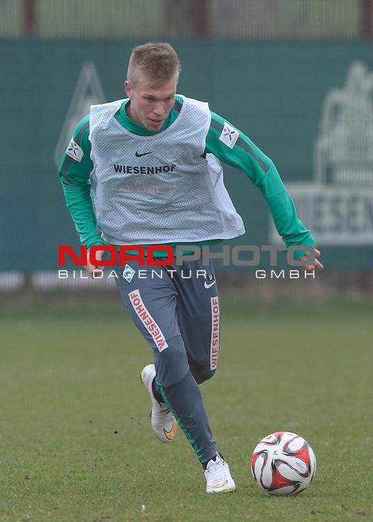 25.03.2015, Trainingsgelaende, Bremen, GER, 1.FBL, Training Werder Bremen, im Bild Janek Sternberg (Bremen #37)<br /> <br /> Foto &copy; nordphoto / Frisch