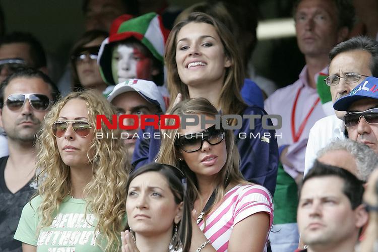 FIFA WM 2006 -  Round of Sixteen - / Viertelfinale <br /> Play      #53 (26-Jun) - Italien - Australien<br /> <br /> ALENA SEREDOVA-ILARI BLASI<br /> <br /> <br /> Foto &copy; nordphoto
