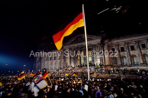 germany in the 1990s managing reunification East germany's first free elections, held in march 1990, resulted in a  the  victors of the second world war sought to manage germany's.