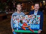 VOGELENZANG - Jeroen Hertzberger (Ned) speelde 200 interlands. rechts KNHB bestuurslid Stephan Veen .Spelerslunch KNHB 2019.   COPYRIGHT KOEN SUYK