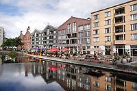 Nederland - Amsterdam - Juli 2020.    Horeca en appartementen aan de Oranje-Vrijstaatkade in Oostpoort.  Foto ANP / Hollandse Hoogte / Berlinda van Dam