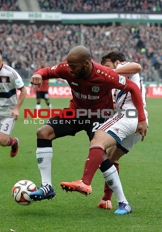07.03.2015, HDI Arena, Hannover, GER, 1.FBL, Hannover 96 vs FC Bayern M&uuml;nchen / Muenchen, im Bild Jimmy Briand (Hannover #21), Juan Bernat (Muenchen #18)<br /> <br /> Foto &copy; nordphoto / Frisch