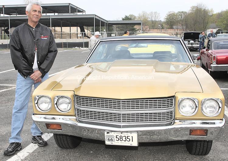 Woodbury, CT-01 MAY 2008-050108MK58 Lou Rivera with his 1970 Chevelle Naugatuck. (C) 518-0122. (Michael Kabelka / Republican-American  ()CQ