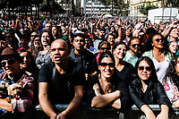 SÃO PAULO, SP, 19.05.2019: VIRADA-SP - Tiago Abravanel se apresenta na avenida Ipiranga durante a Virada Cultura na manhã deste domingo (19) em São Paulo. (Foto: Carla Carniel/Código19)