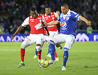 BOGOTA -COLOMBIA- 15 -09-2013. Anderson Zapata ( Der) de Los Millonarios disputa el balón contra Jefferson Cuero (Izq) del Independiente Santa Fe , acción de juego correspondiente al partido  de Los  Millonarios contra el  Independiente  Santa Fe , partido de  la novena fecha de La Liga Postobon segundo semestre jugado en el estadio Nemesio Camacho El Campin / Anderson Shoe (Der) of The Millionaires disputes the ball against Jefferson Cuero (Left) of the Independent Santa Fe, action of game corresponding to the party of The Millionaires against the Independent Santa Fe departed from the ninth date of The League Postobon the second semester played in the stadium Nemesio Camacho The Campin  .Photo: VizzorImage / Felipe Caicedo / Staff