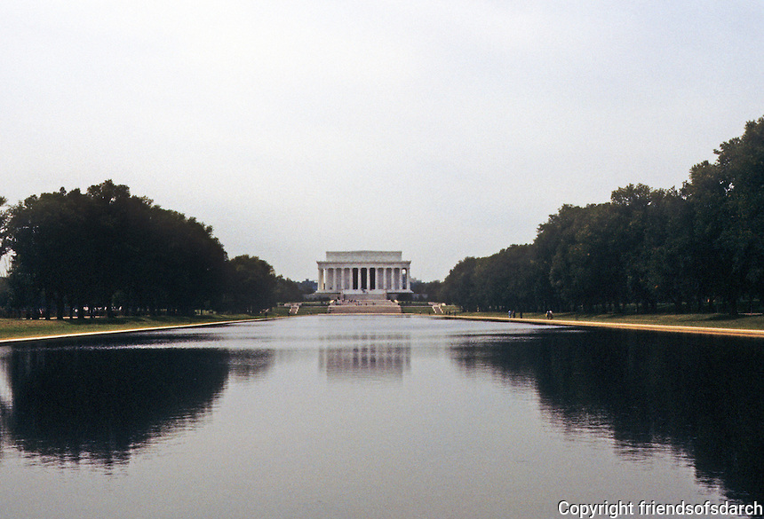 Washington D.C. : Lincoln Memorial and Reflecting Pool.