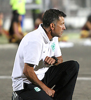 IBAGUE -COLOMBIA, 23-06-2013. Juan Carlos Osorio director técnico    del Atlético Nacional durante partido de los cuadrangulares finales, fecha 3, de la Liga Postobón 2013-1 jugado en el estadio Manuel Murillo Toro de la ciudad de Ibagué./ Juan Carlos Osorio coach of  Atletico Nacional during match of the final quadrangular 3th date of Postobon  League 2013-1 at Manuel Murillo Toro stadium in Ibague city. Photo: VizzorImage/ Felipe Caicedo/ STAFF