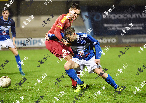 2017-12-16 / Voetbal / Seizoen 2017-2018 / KFC Turnhout - Kapellen / Steven Dillien (R. Turnhout) met Robin Lenaerts<br /> <br /> ,Foto: Mpics.be