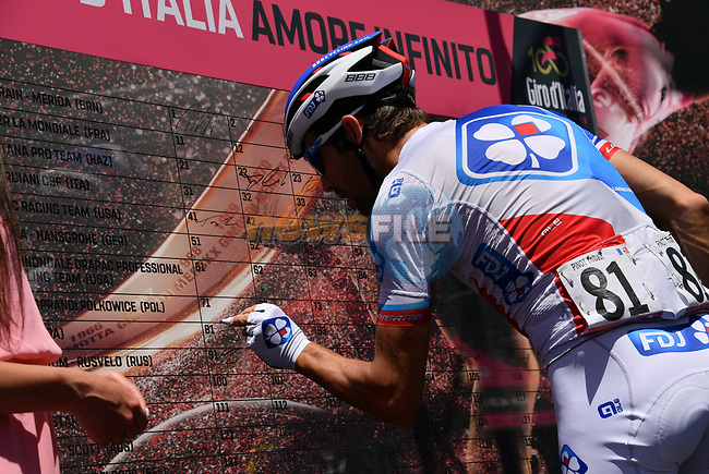 Thibaut Pinot (FRA) FDJ signs on before the start of Stage 9 of the 100th edition of the Giro d'Italia 2017, running 149km from Montenero di Bisaccia to Blockhaus, Italy. 14th May 2017.<br /> Picture: LaPresse/Gian Mattia D'Alberto | Cyclefile<br /> <br /> <br /> All photos usage must carry mandatory copyright credit (&copy; Cyclefile | LaPresse/Gian Mattia D'Alberto)