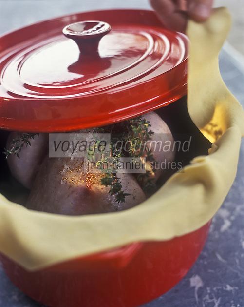 Europe/France/Rhône-Alpes/69/Rhône/Lyon: Gastronomie lyonnaise - Poularde de Bresse  aux échalotes confites en cocotte lutée