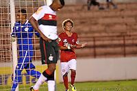 ANTENÇÃO EDITORES FOTO EMBARGADA PARA VEÍCULO INTERNACIONAL - SÃO JOSÉ DO RIO PRETO, SP , 11 DE JANEIRO DE 2013 - ESPORTES - FUTEBOL - 44ª COPA SÃO PAULO DE FUTEBOL JÚNIOR - AMÉRICA - SP X FLAMENGO RJ - Kairon (D) comemora após marcar seu gol   durante partida entre a equipe do Flamengo RJ  válida pela copa São Paulo, no estádio (Teixeirão),  na cidade de São José do Rio Preto, no interior do estado de SÃO PAULO. FOTOS: DORIVAL ROSA/  BRAZIL PHOTO PRESS