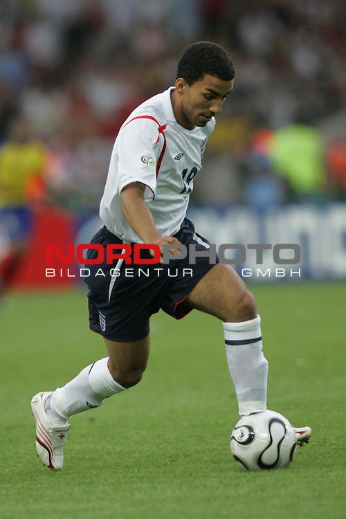 FIFA WM 2006 -  Round of Sixteen - / Achtelfinale<br /> Play    #51 (25-Jun) - England vs Ecuador 1:0<br /> <br /> Aaron Lennon von England in Einzel Aktion.<br /> Aaron Lennon treibt den Ball nach vorne.<br /> <br /> Foto &copy; nordphoto