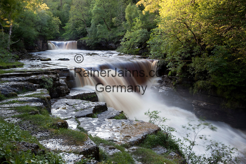 Great Britain, England, North Yorkshire, Yorkshire Dales National Park, Keld, in the Swaledale Valley: Kisdon Upper Force waterfall on the River Swale | Grossbritannien, England, North Yorkshire, Yorkshire Dales National Park, Keld, im Swaledale Valley: Kisdon Upper Force waterfall am Fluss Swale