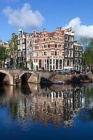 Netherlands, North Holland, Amsterdam: Gabled houses on corner of Prinsengracht and Brouwersgracht | Niederlande, Nordholland, Amsterdam: Giebelhaeuser Ecke Prinsengracht und Brouwersgracht