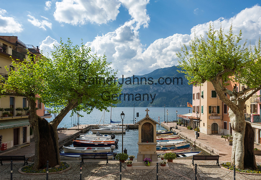 Italy, Veneto, Lake Garda, Brenzone sul Garda: district Porto   Italien, Venetien, Gardasee, Brenzone sul Garda: Ortsteil Porto