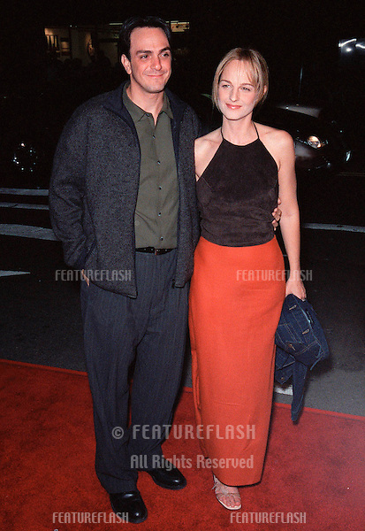 "19OCT99:  Actress HELEN HUNT & actor husband HANK AZARIA at Los Angeles premiere of ""Three to Tango"" which stars Matthew Perry, Neve Campbell & Dylan McDermott..© Paul Smith / Featureflash"
