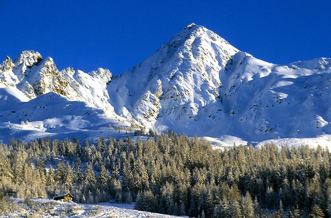 Savoie, Les Arcs 1800, paysage de neige et Aiguille Grive, 2732 m. *** Les Arcs 1800, landscape with snow and Aiguille Grive (2732m high).