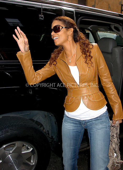WWW.ACEPIXS.COM . . . . .  ....NEW YORK, MAY 25, 2006....Halle Berry makes a guest appearance at the Late Show with David Letterman.....Please byline: AJ Sokalner - ACEPIXS.COM.... *** ***..Ace Pictures, Inc:  ..(212) 243-8787 or (646) 769 0430..e-mail: picturedesk@acepixs.com..web: http://www.acepixs.com