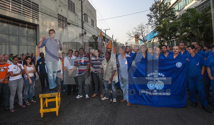 ATENCAO EDITOR: FOTO EMBARGADA PARA VEICULO INTERNACIONAL - SAO PAULO, SP, 18 DE SETEMBRO 2012 - ELEICOES SP - PAULINHO DA FORCA - Paulinho da Força, candidato à Prefeitura de São Paulo pelo PDT, durante encontro com trabalhadores em metalúrgicas da região da Mooca (Zona Leste), regiao leste da capital paulista nesta terça-feira, 18.FOTO: VANESSA CARVALHO - BRAZIL PHOTO PRESS.