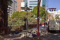 SÃO PAULO,SP, 13 DE MAIO DE 2013 - LIXO EM CALÇADA - Sacos de lixos e restos de madeira são deixados na calçada do Viaduto Mie Ken, continuação da Rua da Glória com a Praça Almeida Junior, bairro da Liberdade, zona central da cidade, nesta manhã de segunda-feira (23). (FOTO RICARDO LOU/BRAZIL PHOTO PRESS)