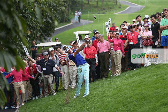 Ian Poulter (ENG) plays out of trouble on the 12th watched by a large crowd during Round Two of the 2014 Volvo China Open, Genzon Golf Club, Shenzhen, China. Picture:  David Lloyd / www.golffile.ie
