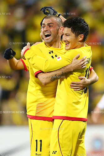 (L-R)<br /> Leandro (Reysol),<br /> Kosuke Taketomi (Reysol),<br /> MARCH 17, 2015 - Football / Soccer : <br /> AFC Champions League Group E <br /> match between Kashiwa Reysol 2-1 Shandong Luneng FC <br /> at Hitachi Kashiwa Stadium, Chiba, Japan.<br /> (Photo by AFLO SPORT)
