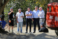 Pictured: Eddie Needham (2nd L), the grandfather of missing Ben Needham with South Yorkshire Police officers in Kos, Greece. Wednesday 05 October 2016<br />