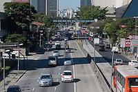 SÃO PAULO-SP-06,08,2014-TRÂNSITO-AVENIDA REBOUÇAS- O motorista segue com lentidão na Avenida Rebouças em ambos sentidos. (centro/bairro) Na região oeste da cidade de São Paulo,na tarde dessa quarta-feira,06 (Foto:Kevin David/Brazil Photo Press)